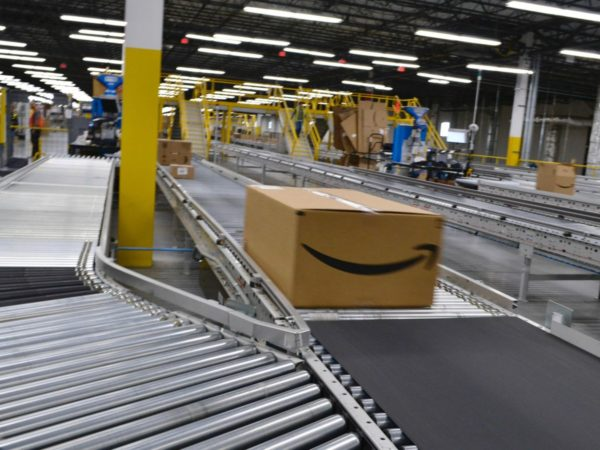 Amazon privilegerà i beni di prima necessità
