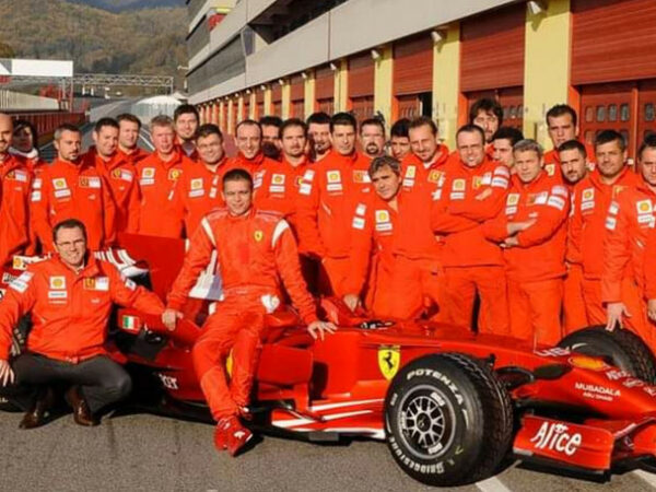 Valentino Rossi fra MotoGP e Formula 1