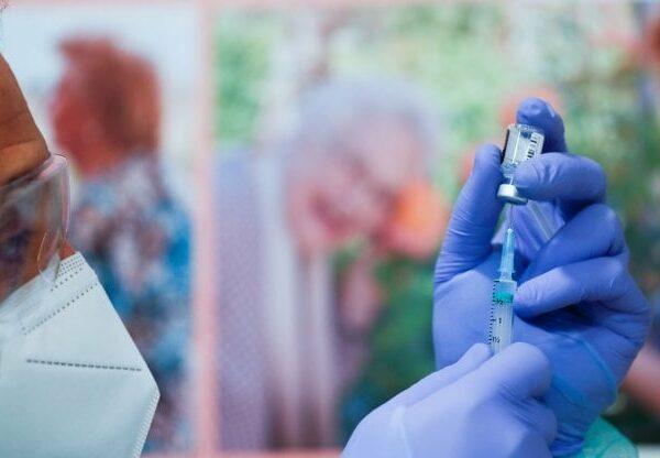 I vaccini, fra ritardi e mercato nero